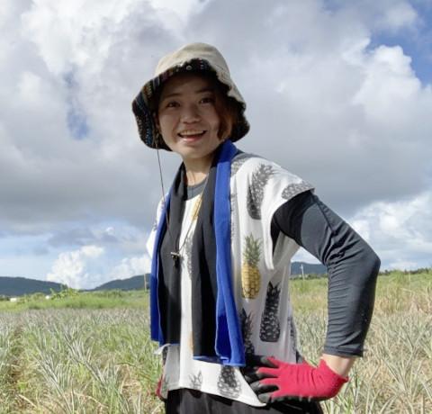 石垣島でないちゃーが2人でパイナップル畑 荒川さんプロフィール