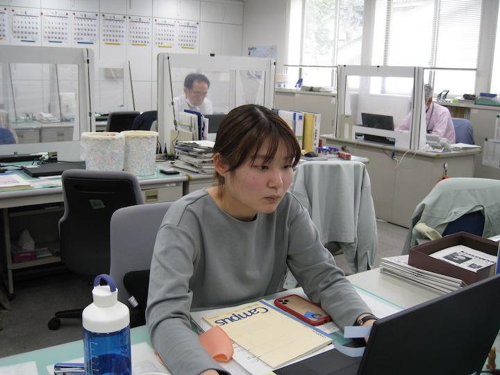 大島さん仕事中