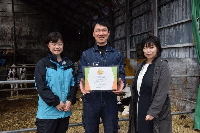 牛舎飼いから放牧酪農へ サステナアワード表彰