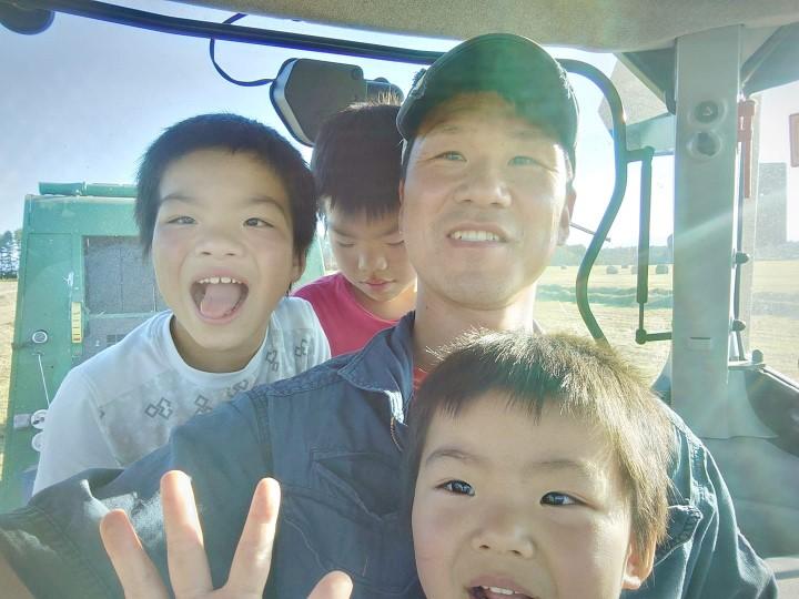 牛飼いの働き方改革 家族との写真