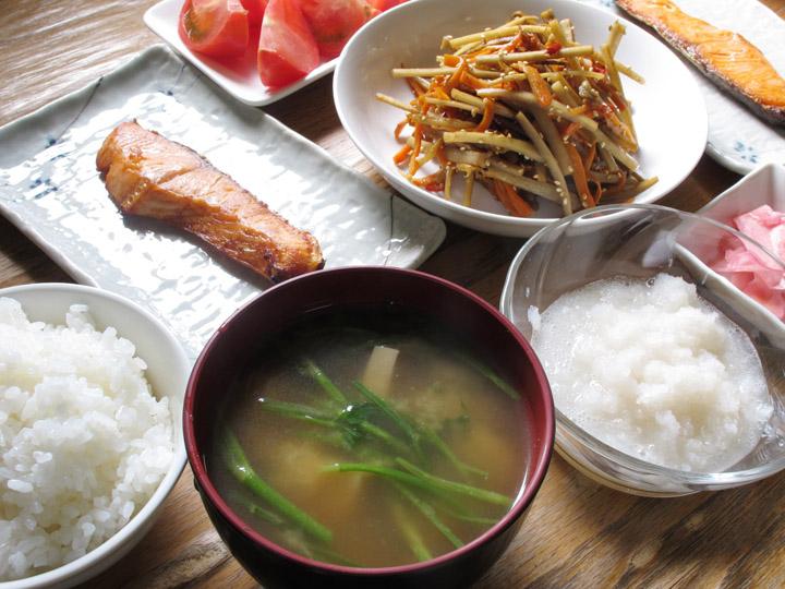 日本の食料自給率は低い? 算出方法の区別や現状の課題、今後私たちにできることとは