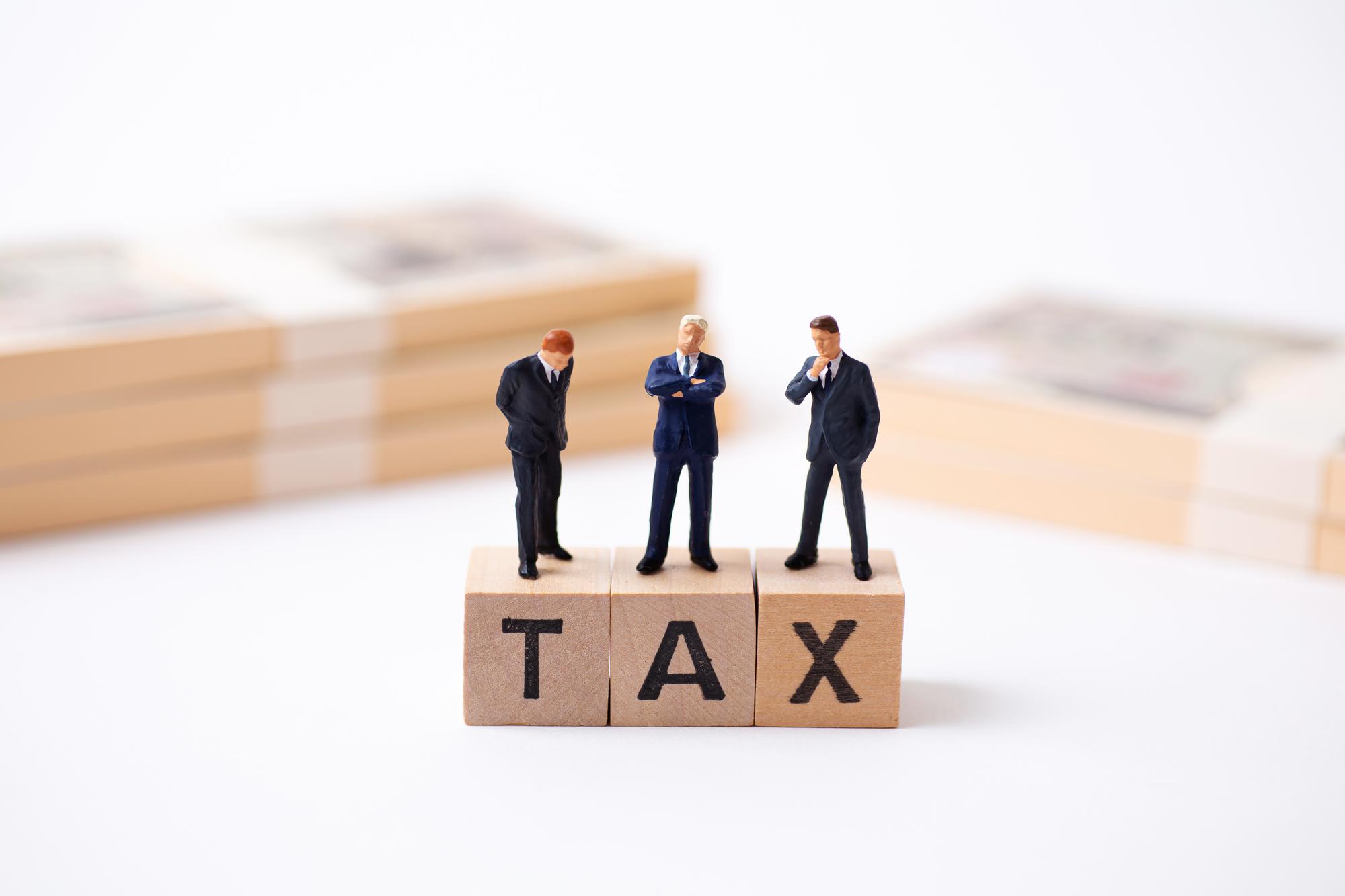 税金に悩む人々